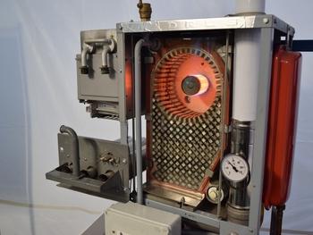 Kde lépe pochopit přínosy kondenzace, než na řezu kondenzačním kotlem ve Smokemanově laboratoři