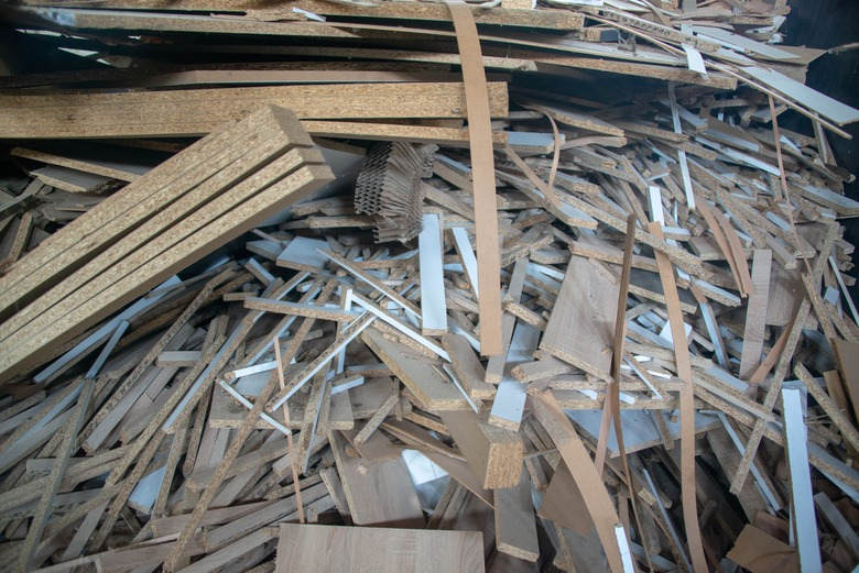 Tyto odpady zvýroby nelze spalovat vkotlích do 300kW ani vmístě jejich vzniku. Foto ©Adobe Stock