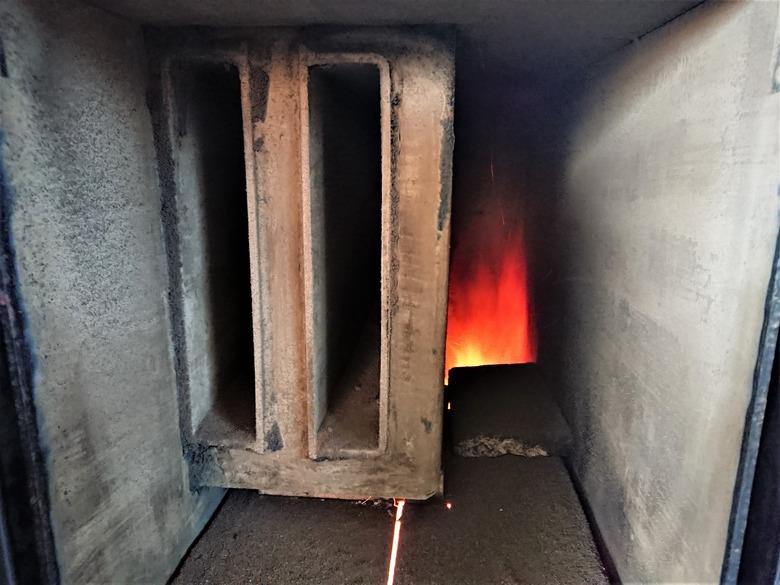 Obr. Pohled shora do jednoho zmožných řešení spalovací komory kotle. Zvětšení teplosměnných ploch umožní snížení komínové ztráty, ale stím i sníží teplotu spalin
